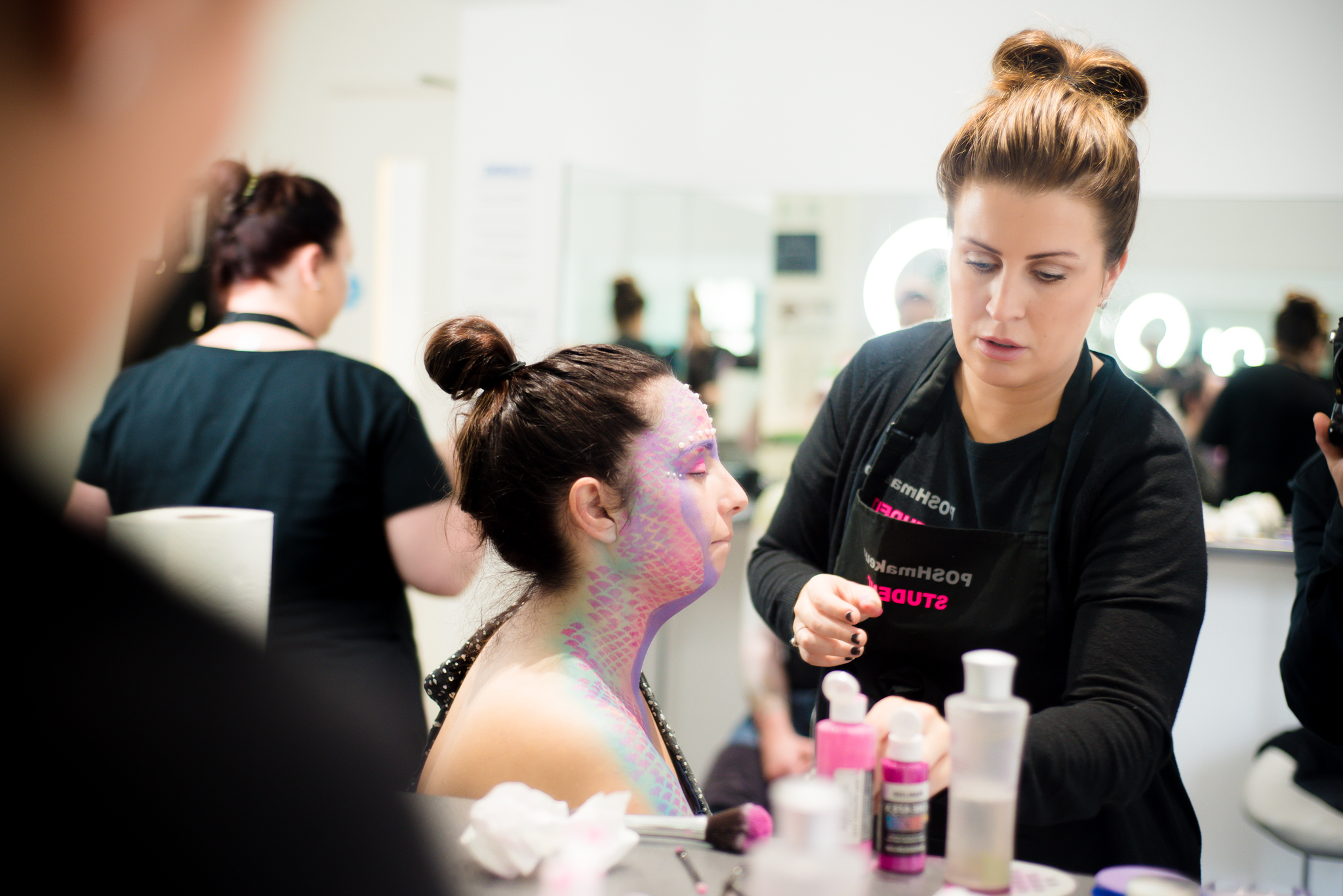 what qualifications do you need to become a makeup artist